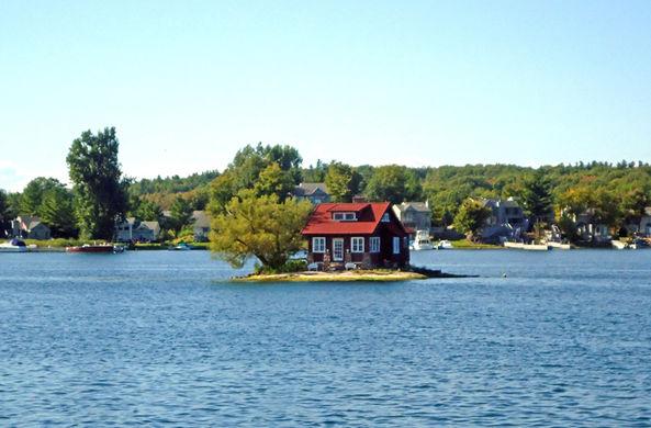 СМИ рассказали о самом маленьком в мире острове-доме