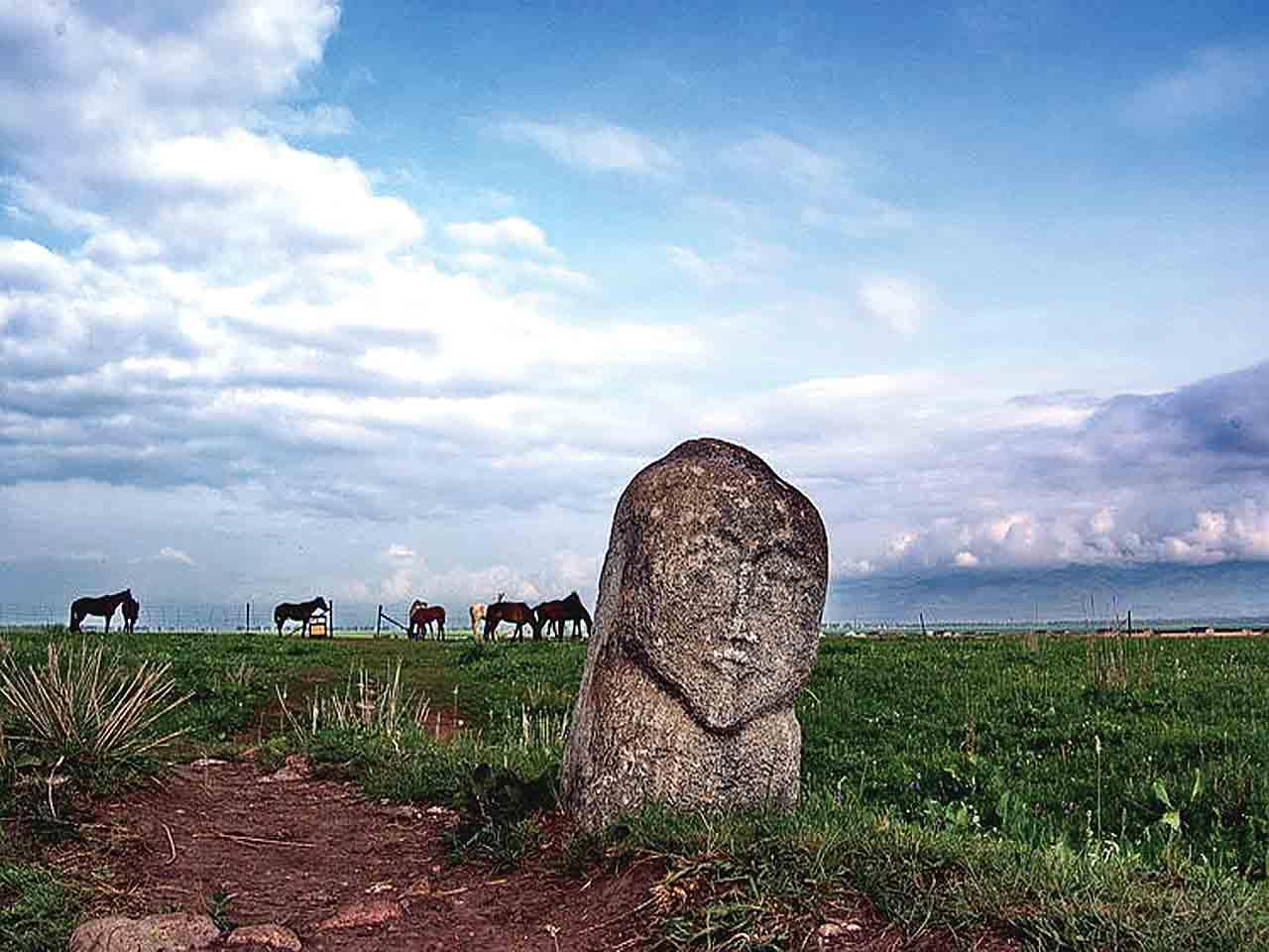 Тюркские рунические надмогильные надписи.