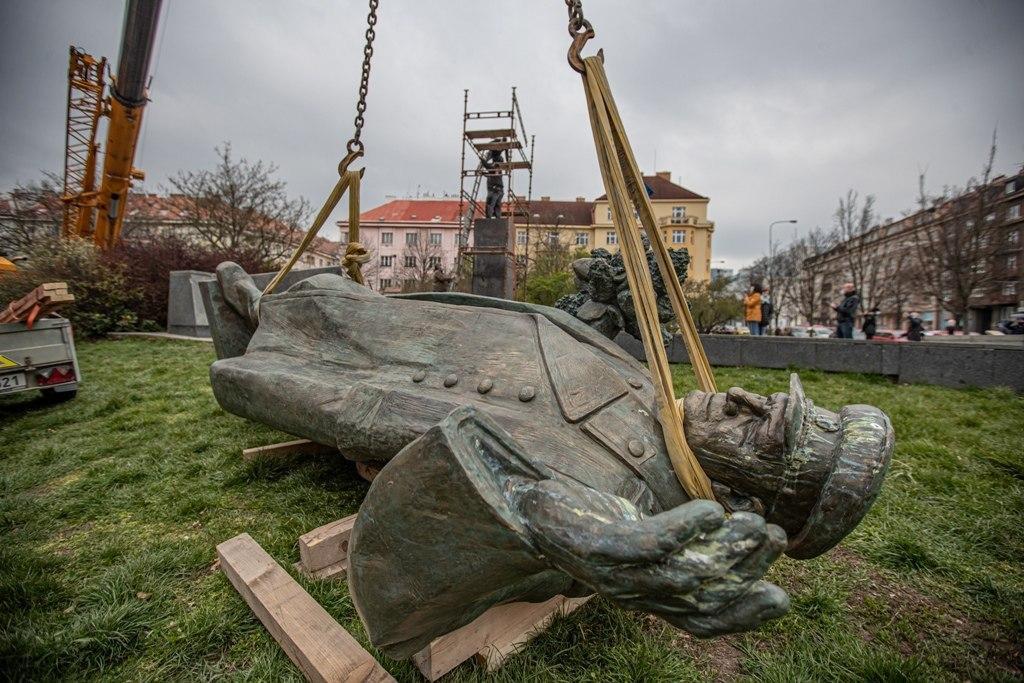 РПЦ предлагает снести в России памятники чешским деятелям в ответ на демонтаж памятника Коневу в Праге.