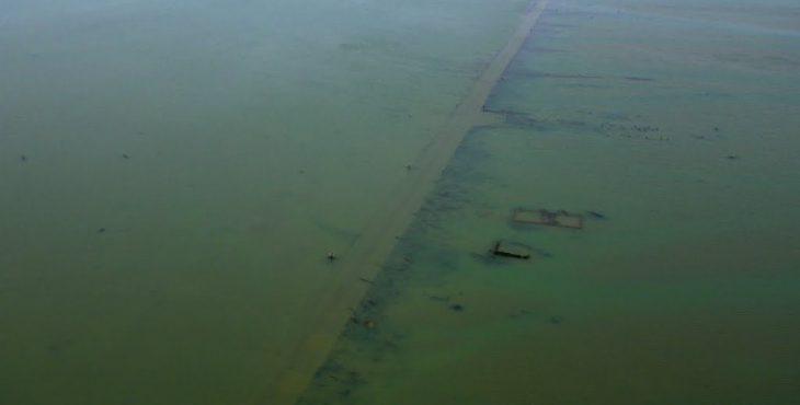 Автомобильная дорога под водой