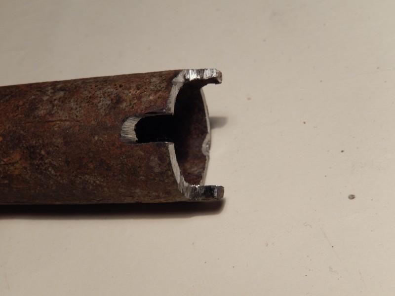 Изготовление оправки: с торца трубки снял часть металла, оставив два выступа, расположенные друг...