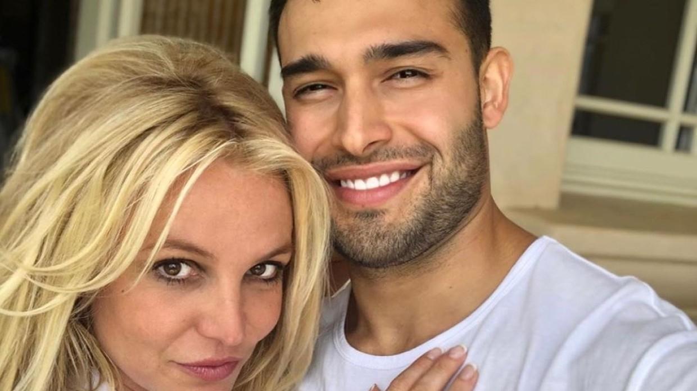 Бритни Спирс объявила о помолвке со своим бойфрендом Сэмом Асгари Общество