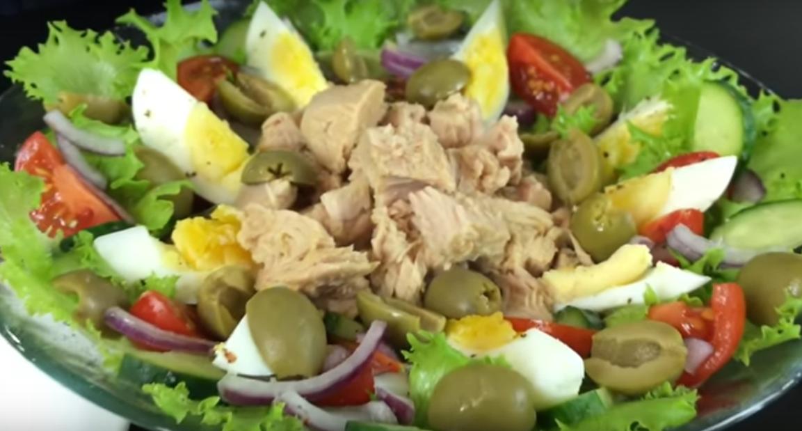 Легкий и свежий салатик с тунцом