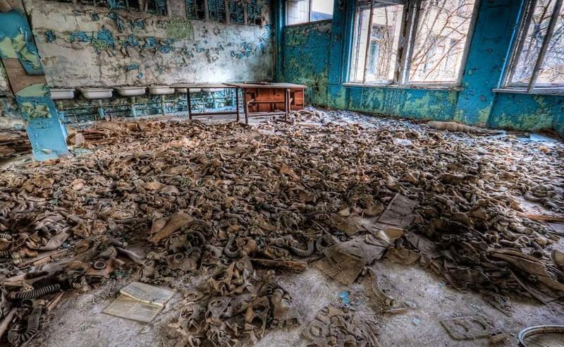 Комната с брошенными противогазами Чернобыль, чернобыльская катастрофа
