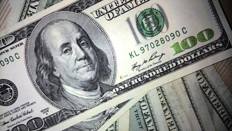 Стало известно, сколько денег россияне перевели за рубеж в 2018 году
