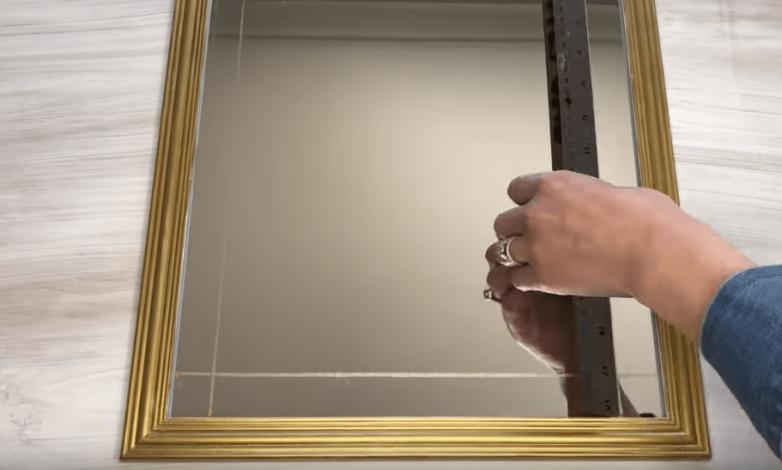 Бюджетные идеи как обновить старое зеркало можно, шарики, зеркало, использовать, Трепетное, любуемся, плинтуса…И, остатками, молдингом, штапиков, рамкой, зеркалоДополняем, приклеиваем, двери, списанной, утиль, результатомНеобычный, вариантК, интереснееВинтажный, намного