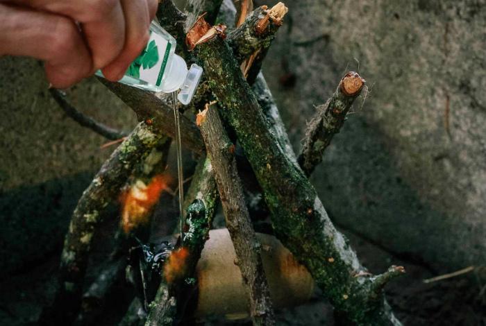 Необычное средство для розжига. | Фото: WeTrek.