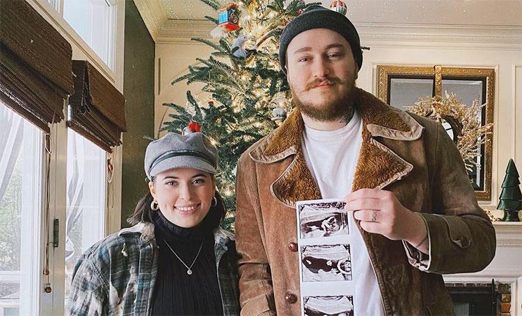 Младший брат Майли Сайрус впервые станет отцом Дети,Беременные звезды