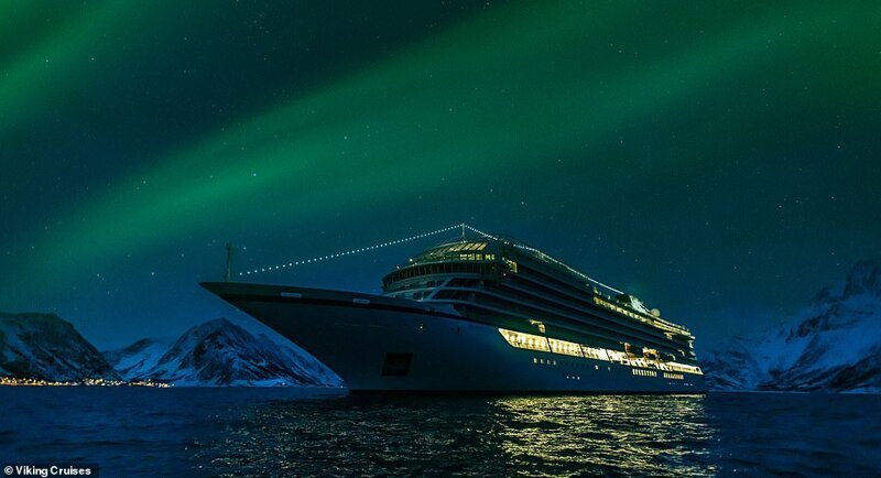 12. Пассажиры на борту Viking Sky наблюдают магию северного сияния во время круиза по Северной Норвегии красиво, красивые места, круиз, круизы, мир, паром, путешествия, фото