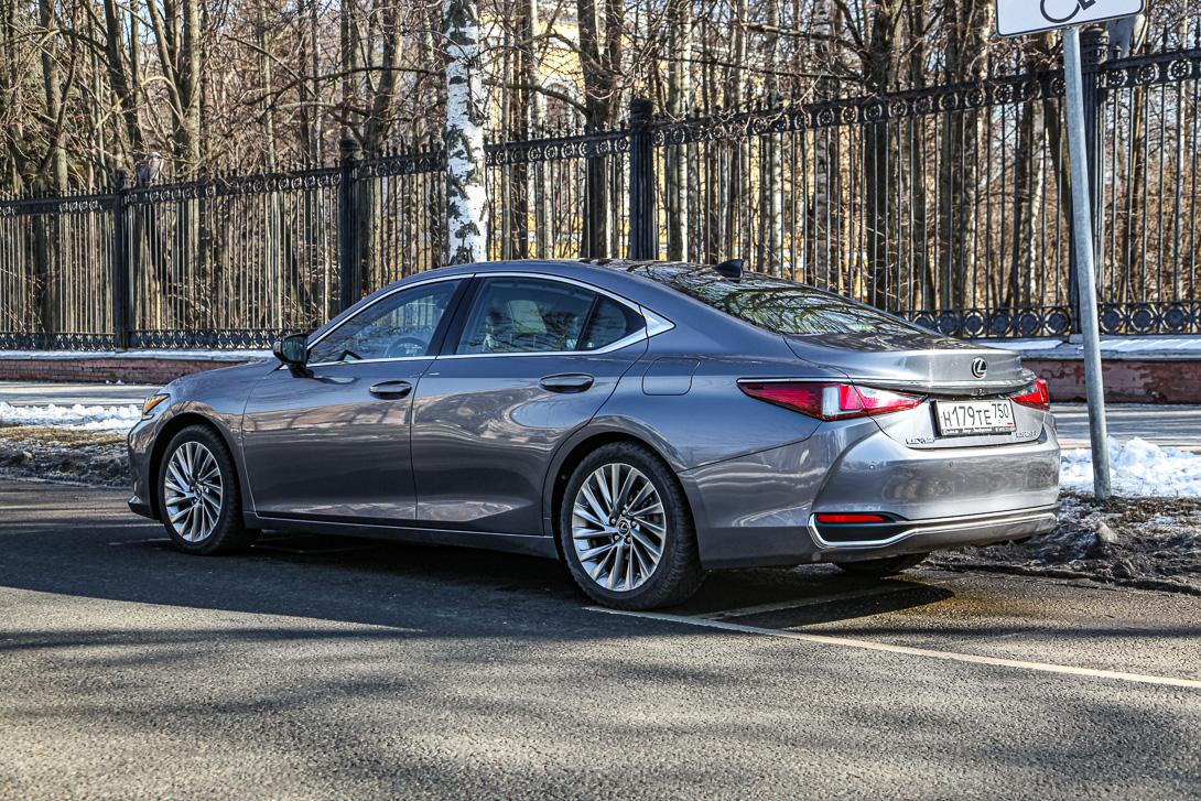 Тест-драйв: Lexus ES 250 Вещи