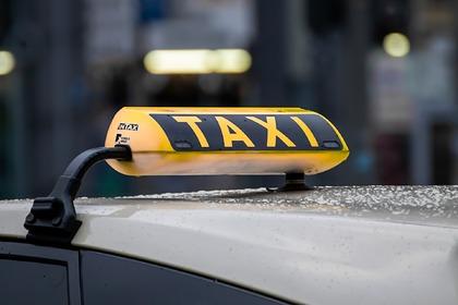 Россиян предупредили о росте цен на такси Экономика