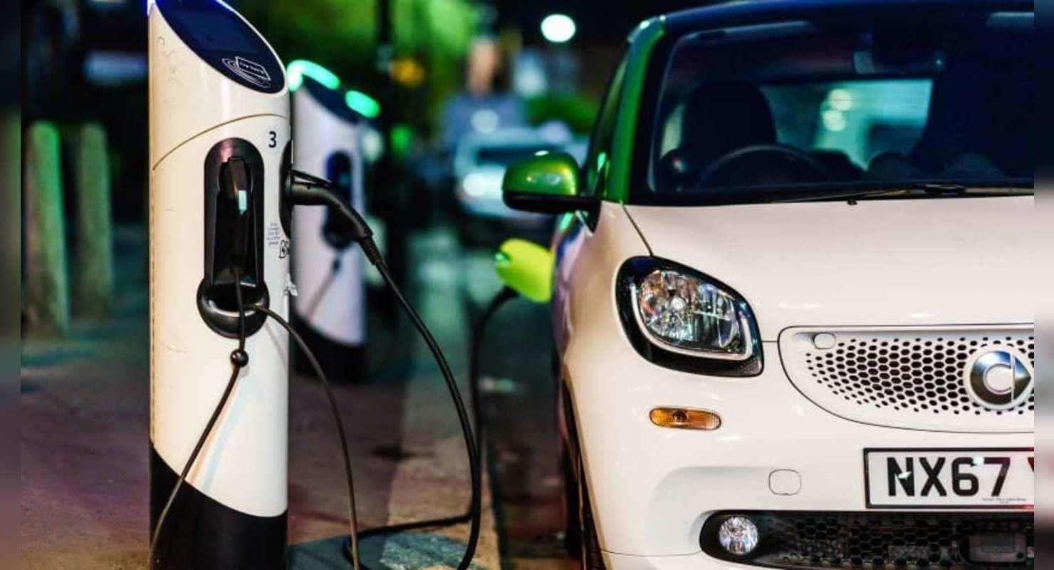 К 2025 году на улицах Великобритании появятся зарядные станции для электромобилей Автограмота