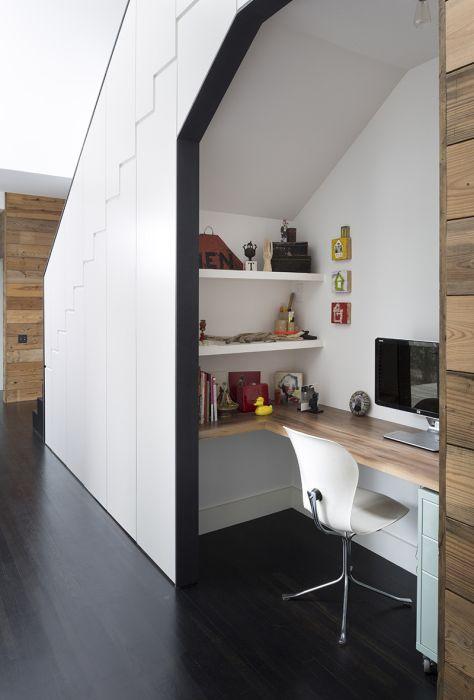 Домашний офис в кладовке