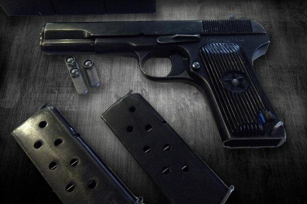 Что будет если стрельнуть с охолощенного пистолета боевым патроном