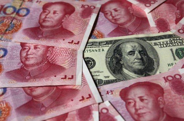 Китайский Центробанк понизил курс юаня к доллару до минимума