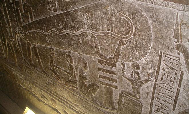 В храме возрастом 4500 лет на стене нашли изображения электрического светильника Культура