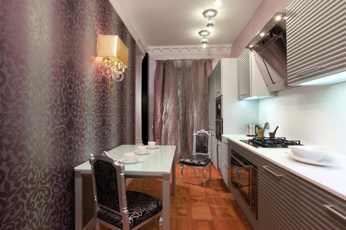 фиолетовые обои на кухне