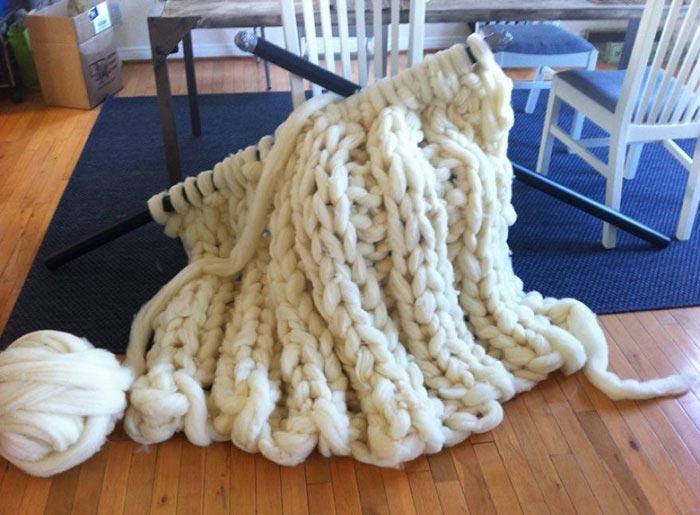 гигантское вязаное одеяло, как связать одеяло из толстой пряжи