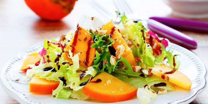 Нескучные блюда с хурмой: мясо, салат, сырники и десерт