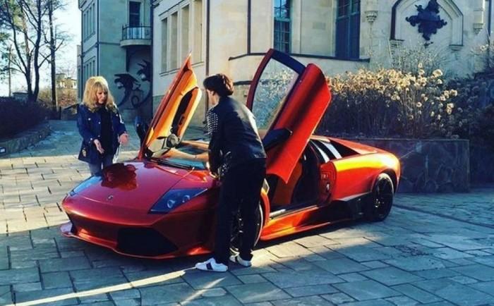 Максим Галкин и Алла Пугачева: Какие машины есть в гаражах знаменитостей автомобили