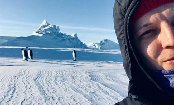 Мужчина уехал в Антарктиду в начале 2020 года и живет на полярной станции уже больше года