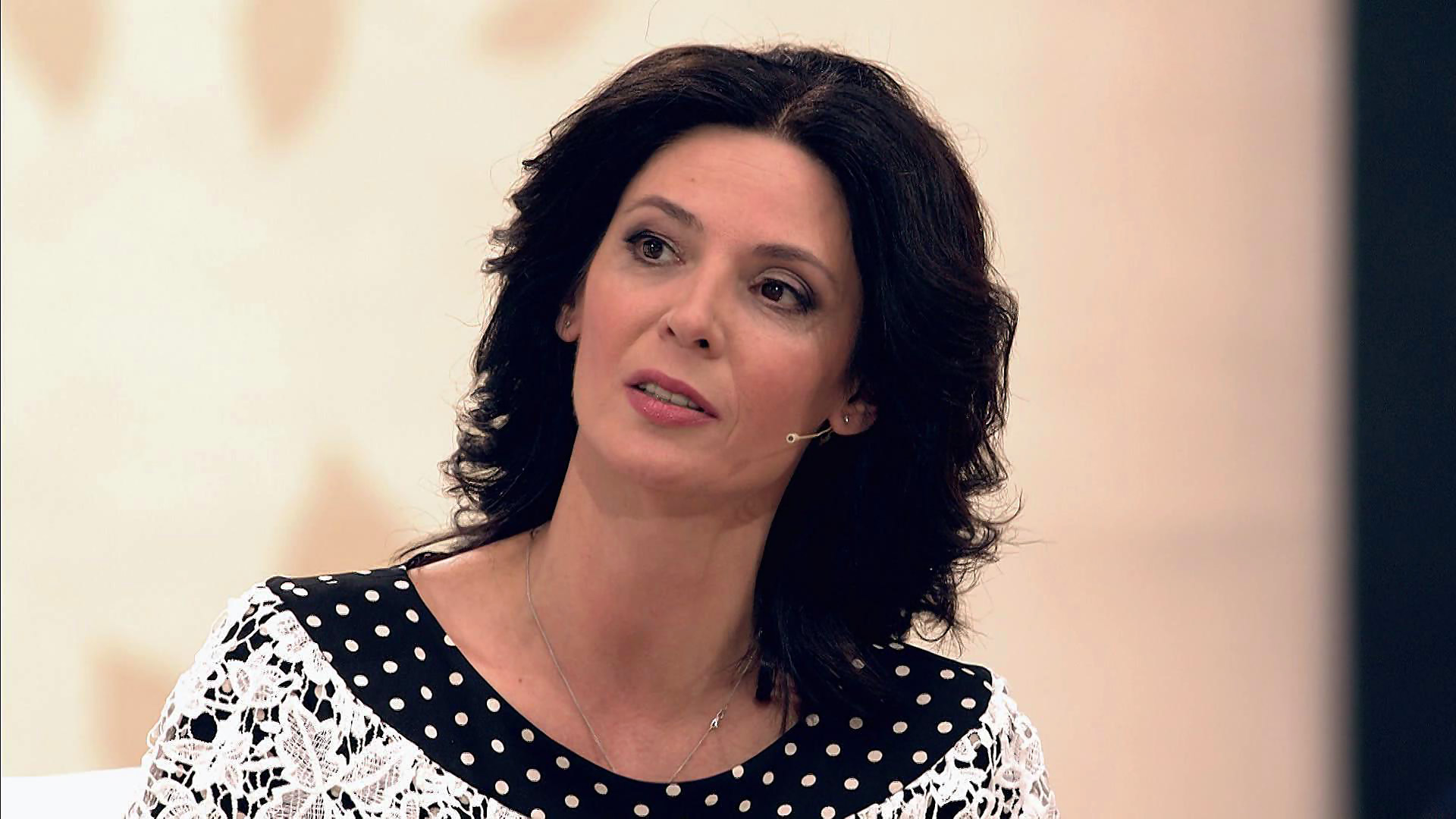 «Я — актриса, а вы плебеи!» Лидию Вележеву сняли с рейса из-за скандала на борту самолета