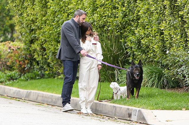 Бен Аффлек и Ана де Армас отпраздновали Пасху вместе: новые фото пары Звездные пары
