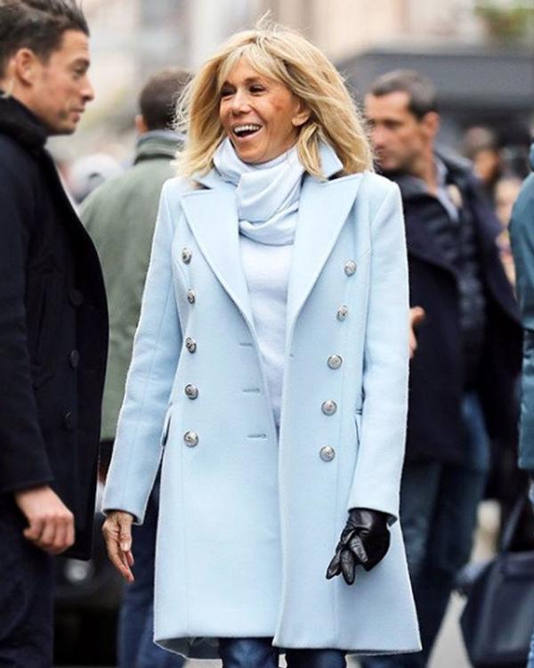 Бриджит Макрон в пальто фото