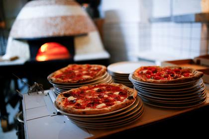 Американцам на примере пиццы объяснили работу российских троллей