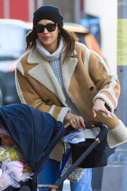 Ирина Шейк замечена с дочерью Леей в Нью-Йорке Брэдли, Ирина, Купер, дочерью, фильме, время, пресса, 34летняя, первая, вместе, снимались, актеры, назад, Несколько, встреча, DieИрина, думать, стоит, ЛеейОднако, умирать