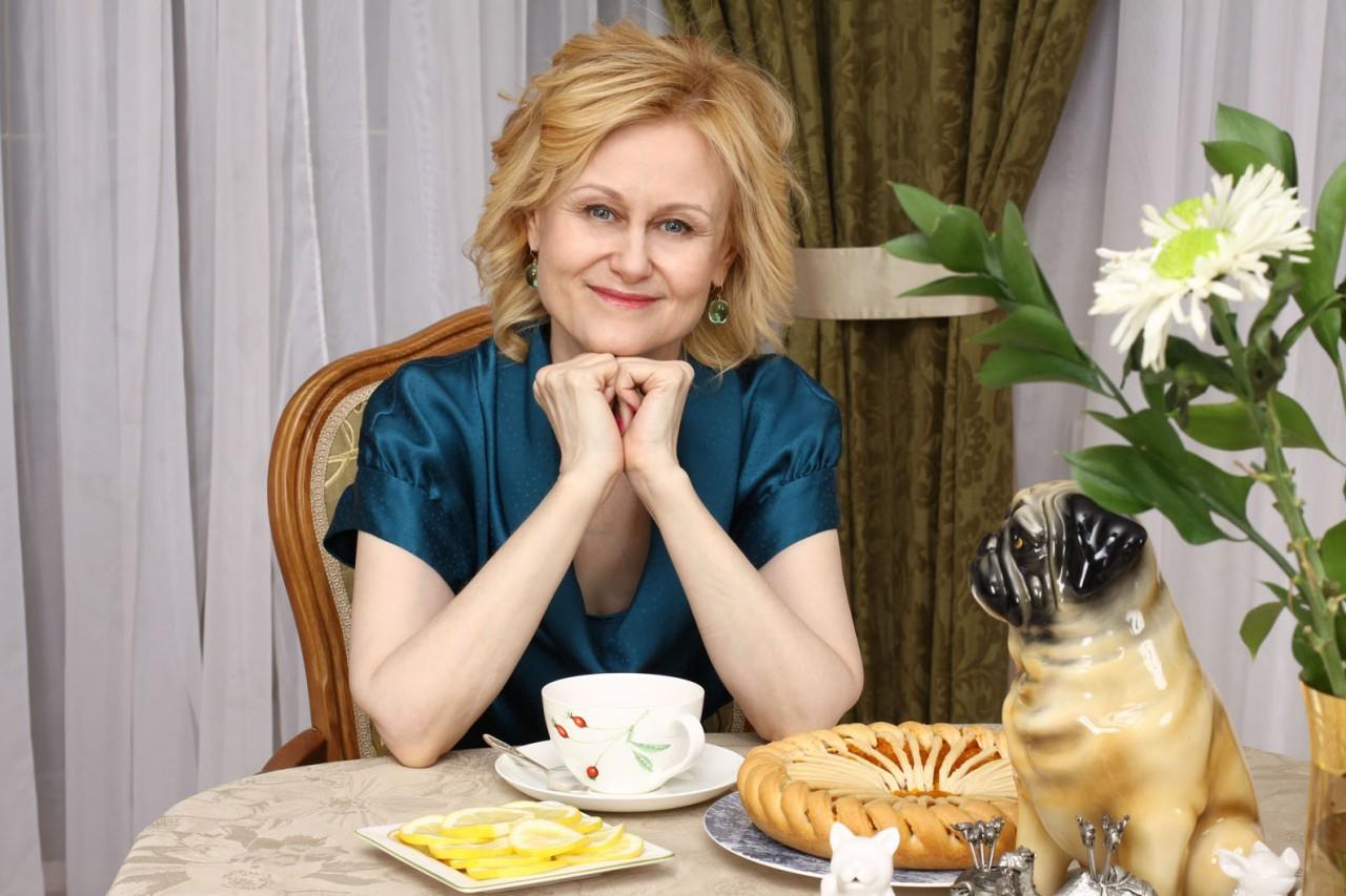 «Завещала» мужа лучшей подруге: Дарья Донцова поделилась тем, как живет после борьбы с раком