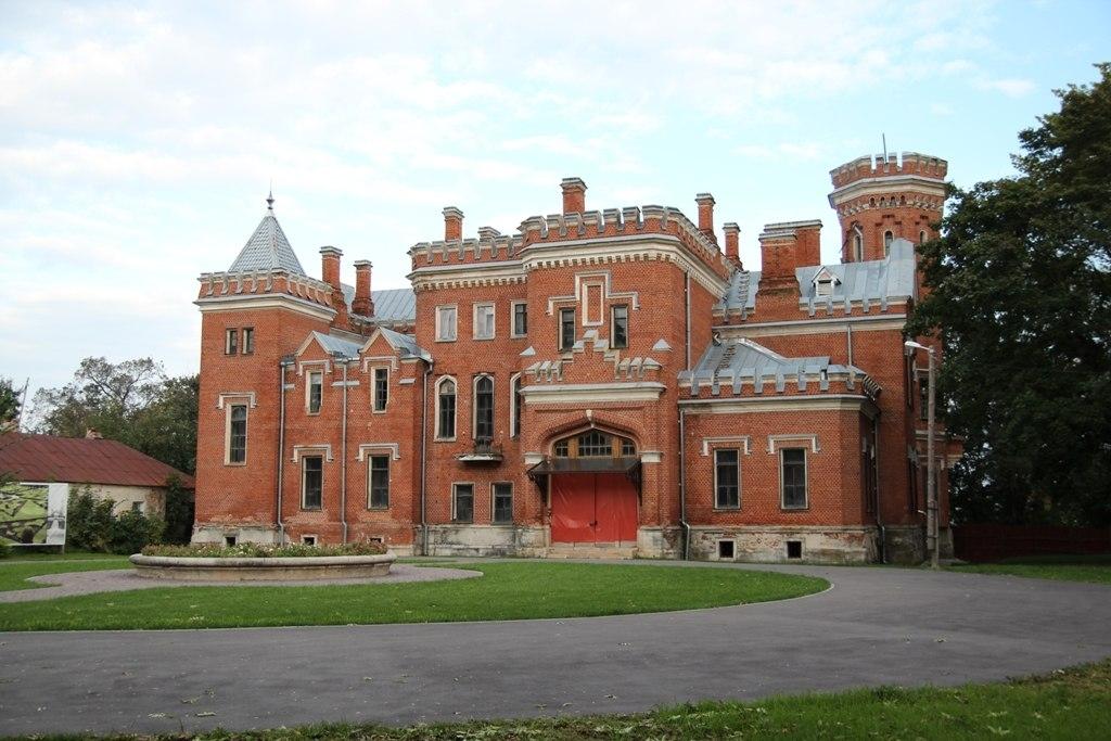 Российский Замок с привидениями