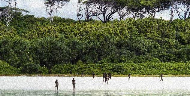 Рыбаки, которые доставили незадачливого американца на остров, рассказали, что сентинельцы убили чужака, а затем похоронили его на пляже.