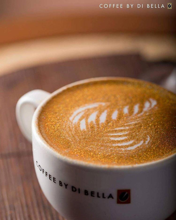 кофе с блёстками, кофе со съедобными блёстками, каппучино с блёстками, блёстки в кофе