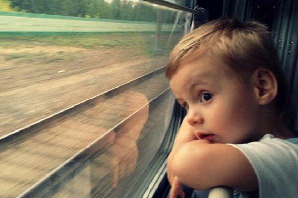 Дед с внуком ехал в электричке. Малыш ответил на вопрос контролера, рассмешив пол вагона не всё так грустно
