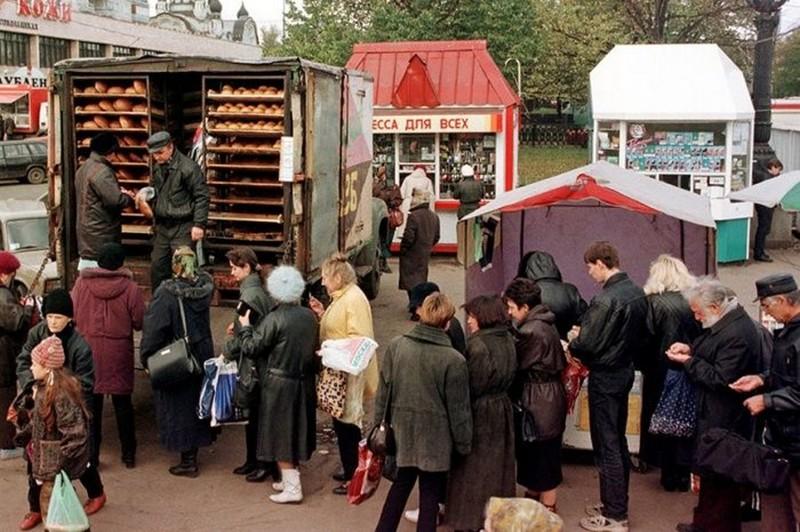 Разнообразная торговля на улице, 1998 год, Москва история, картинки, фото