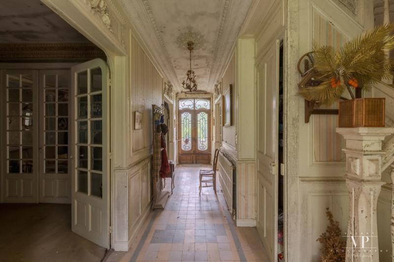 Заброшенный дом во французской деревне дом, интересное, интерьер, мебель, прошлое, сохранность, фотограф, франция