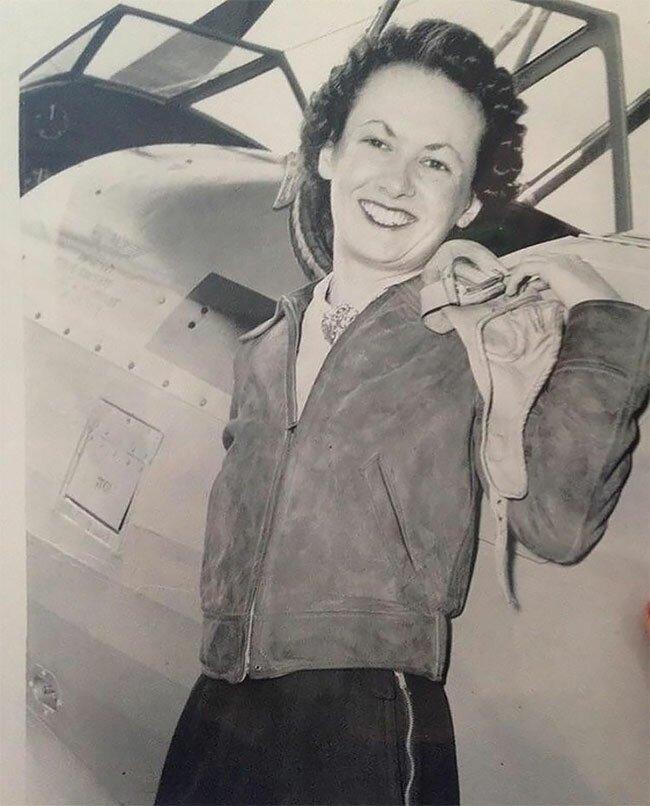 14. Женщина, получившая лицензию пилота в 1940-х винтаж, интересно, исторические кадры, исторические фото, история, ретро фото, старые фото, фото