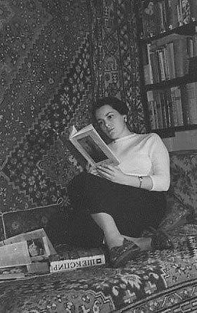 Элина Быстрицкая в домашней …