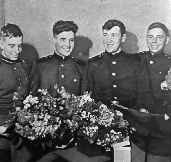 """Далёкий 1960год,""""Итурупская четвёрка"""" молодых солдат - жизнь поставила их перед выбором: стать героями или умереть, 51 день борьбы с океаном."""
