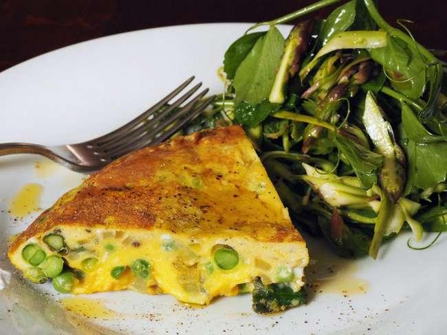 Омлет с зеленым горошком: на сковороде и в духовке