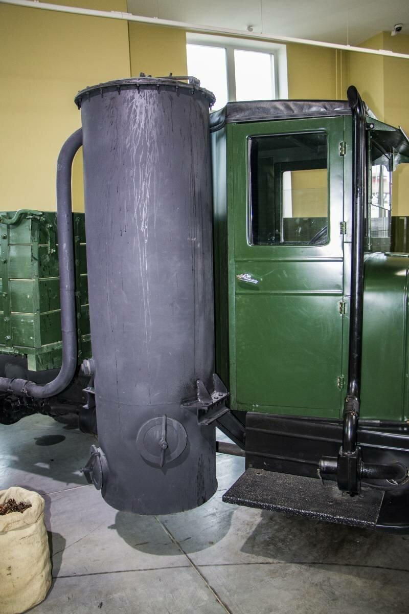 Рассказы об оружии. Газогенераторный автомобиль ЗИС-21