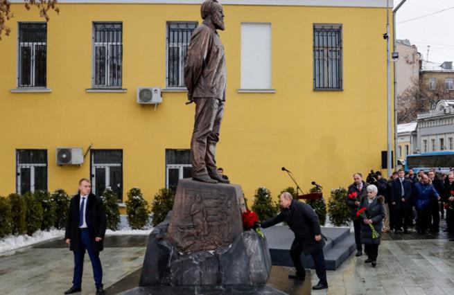 Зачем Путин открывал памятник Солженицыну.