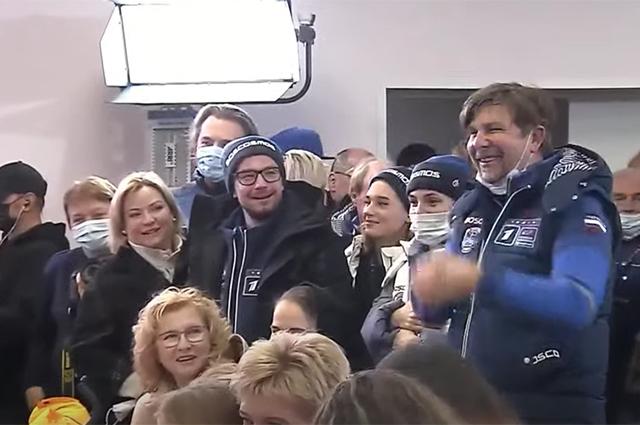 Как Юлию Пересильд и Клима Шипенко провожают в космос: поддержка звезд и родных, трансляция и детали Новости