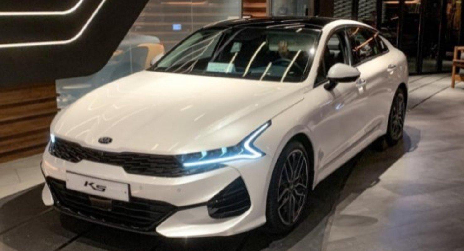 Kia представила обновленную модификацию бизнес-седана K5 Автомобили