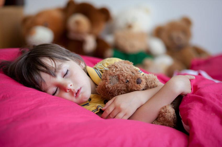 Ребенок не спит в детском саду: в чем причина и что делать родителям