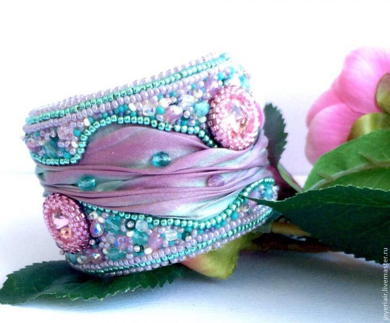 Как сделать чудесный браслет с шибори-лентой и вышивкой бисером — МК