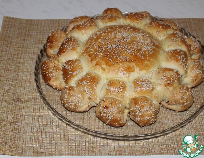 Рецепт: Пирог с сыром и сосисками