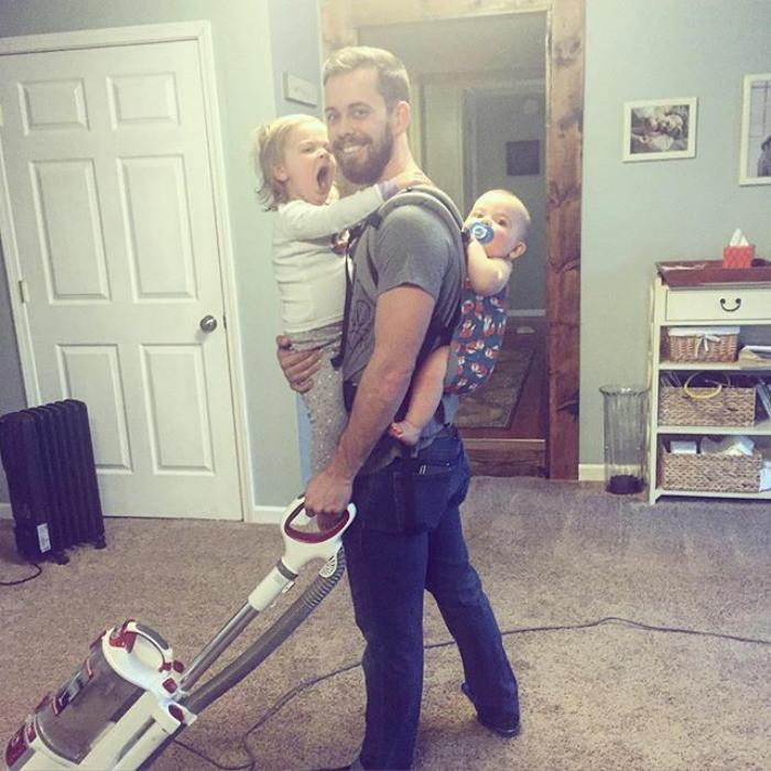 Муж и отец, уровень - бог Любовь, дети, младенцы, нежность, отцы, отцы и дети, родители, фото