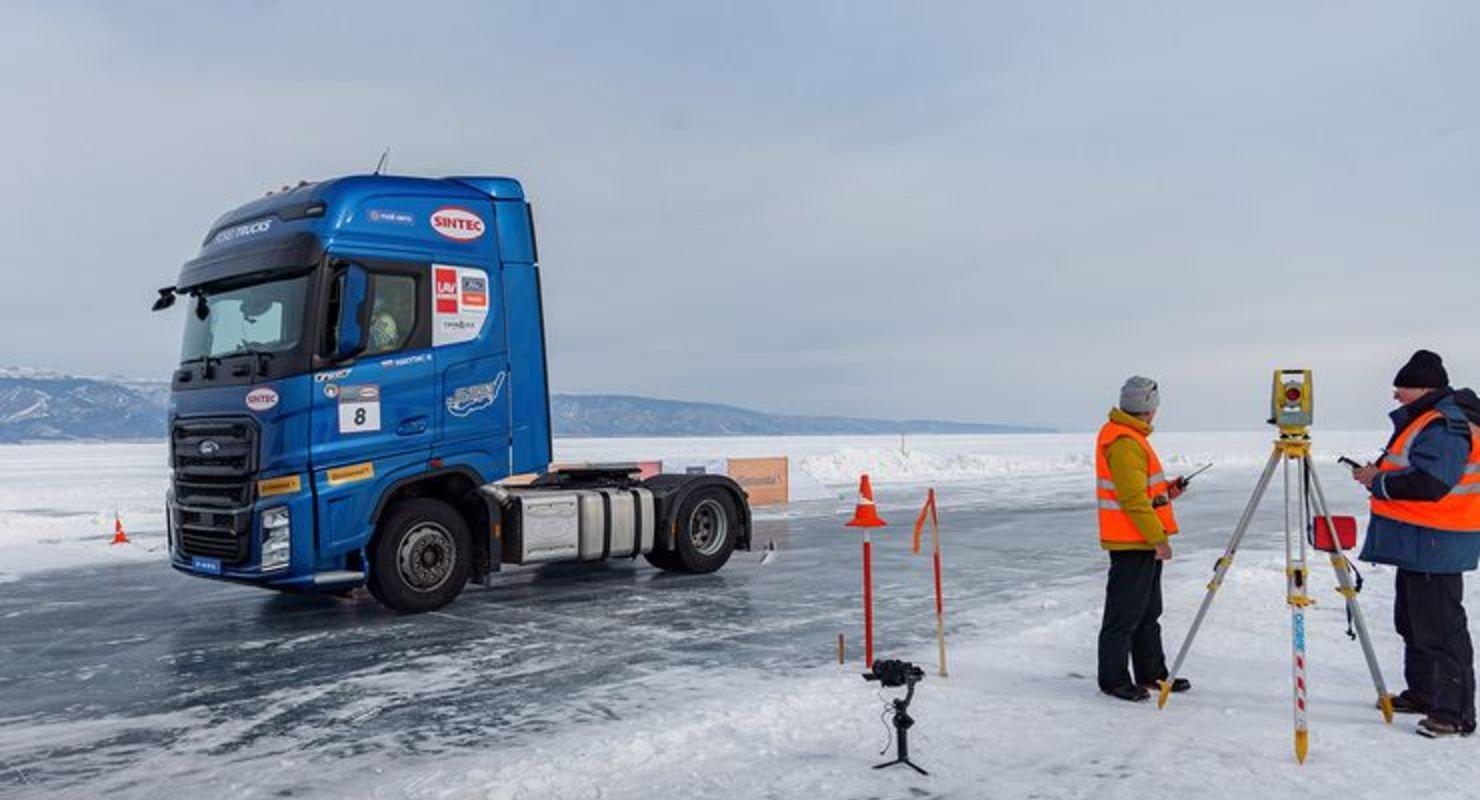 Тягач Ford F-MAX установил рекорд скорости на льду Байкала Автомобили